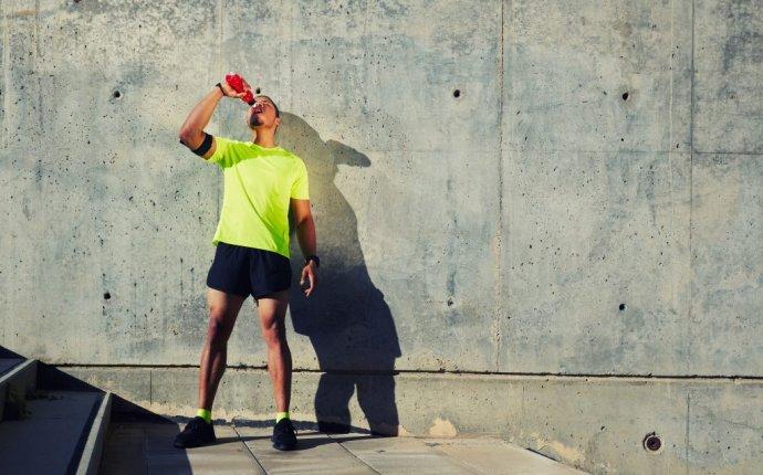 Что пить во время тренировки: вода vs изотоники - Лайфхакер